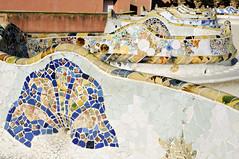 Undulating bench covered with broken tile mosaics in Park Güell - Barcelona - Catalonia - Spain (PascalBo) Tags: nikon d300 spain espagne españa catalonia catalunya cataluña catalogne barcelone barcelona parkgüell parcgüell antonigaudí gaudi architecture unesco worldheritage patrimoinemondial outdoor outdoors pascalboegli trencadis trencadís
