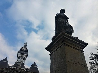 Newton statue and Guildhall