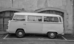 Bus VW (axel274) Tags: busvw volkswagen vintage lausanne vaud suisse schweiz véhicule nb bw nikond3400 nikonpassion