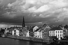 La Meuse et la rive droite de Maastricht, Limbourg, Nederland, Pays-Bas (claude lina) Tags: claudelina nederland paysbas hollande limburg limbourg maastricht ville town meuse fleuve église church maisons houses architecture