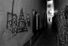 000413 (la_imagen) Tags: austria vorarlberg feldkirch fotowalk notripod night gece nacht sw bw blackandwhite siyahbeyaz monochrome street streetandsituation sokak streetlife streetphotography strasenfotografieistkeinverbrechen menschen people insan