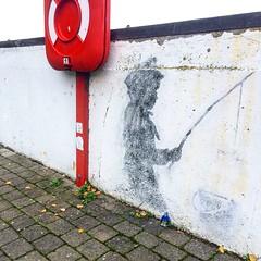@TheRingOfDOOM Meets Banksy's Fisher Boy (206liz) Tags: banksy banksybunker banksyart banksyfisherboy streetart streetartphography streetartlondon streetphotography street streetartglobal streetartuk theringofdoom bermondsey london londonstreetart
