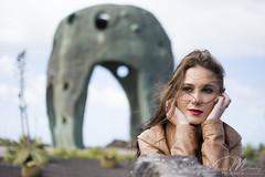 Sara Origo Mare (davidmendez82) Tags: chica sara pensando cabello viento estatua cactus bella