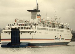 1992 03 28 Duc De Normandie at Cork  (5) (pghcork) Tags: brittanyferries corkharbour cork ringaskiddy ducdenormandie ferry ferries carferry