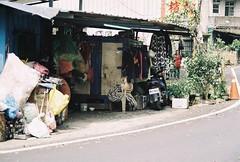 (YL.H) Tags: agfa film analog taiwan canon 500n 新竹 竹東 底片 dog