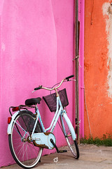 Colours of Burano (fesign) Tags: architecture basket bicycle bicyclebasket brightcolour building buildingexterior builtstructure burano city colourimage contrasts day door europe facade feature house italianculture italy multicoloured nopeople outdoors photography pink residentialbuilding sideview street transportation travel traveldestinations unescoworldheritagesite veneto veniceitaly wall washingline