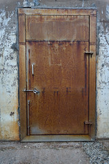 Rusty Door (Stueyman) Tags: sony a7 alpha ilce a7ii za zeiss sel1635z 1635 newcastle nsw newsouthwales australia au door rust concrete