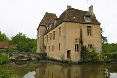 Château de Lantilly (Nièvre) (godran25) Tags: europe france bourgogne burgundy nièvre nivernais castle castillo schloss château burg manoir monument architecture douves pont bridge bruck