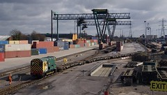 Living Doll ! (Stapleton Road) Tags: dockland industry freightliner shunter class08 crane container work winter track steel 08585