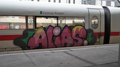 Graffiti (Honig&Teer) Tags: graffiti honigteer hannover db deutschebahn ice spraycanart streetart steel sport sprühkunst art aerosolart eisenbahngraffiti eisenbahn railroad railroadgraffiti train treno trein t traingraffiti trainart urbanart panel bombing vandalismus alias trainspotting benching trainwriting aerosol vandalism