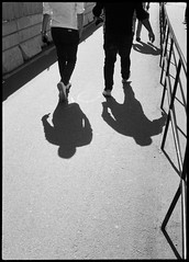 2017-08 - 095HF_01 (sarajoelsson) Tags: 135 svartvitt blackandwhite bw filmphotography film believeinfilm ilford everydaylife sweden stockholm digitizedwithdslr analog analogue teamframkallning ishootfilm urban city filmshooter xtol monochrome bnw olympus halfframe halvformat filmisnotdead snapshot vardag olympuspenee3 summer 2017 shadow people hp5 hp5plus slussen lightandshadow sunny august