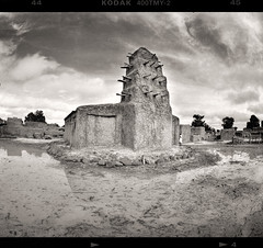 Divine Muds (tsiklonaut) Tags: pentax 67 6x7 film analog analogue analogica analoog 120 roll medium format bw monochrome black white fisheye takumar 35mm mosque africa aafrika mali sahel mud islam islamic architecture rural kodak tmax 400 drum scan drumscan scanner pmt photomultipliertube village world travel discover experience sudanosahelian african style