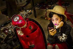 Thai Girl & Motorbike (♥siebe ©) Tags: 2018 chiangmai flowerfestival siebebaardafotografie thai thailand festival girl portrait portret woman wwwsiebebaardafotografienl ประเทศไทย รูปคน สาว เชียงใหม่ เมืองไทย ไทย smartphone motorbike motorcycle