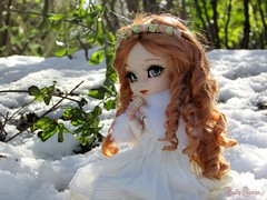 The Irish Lady (Little Queen Gaou) Tags: irish irlande lady femme doll pullip groove photography photographie winter hiver forest forêt garden jardin snow neige dress beautiful artist full custo fc reddish rousse