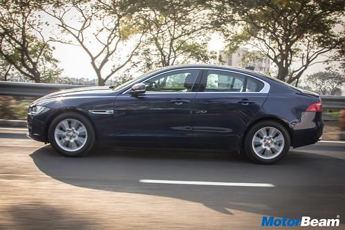Jaguar-XE-Diesel-06