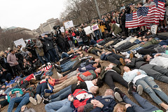 Student lie-in at the White House to protest gun laws (Lorie Shaull) Tags: marjorystonemandouglashighschool gunlaws gunreform washingtondc whitehouse teensforgunreform nra protest protester
