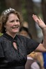 A Regal Pose (Scott 97006) Tags: woman crown jewels smiling waving bokeh