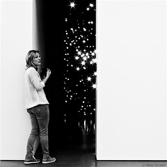 AT THE GATES OF SPACE (Akbar Simonse) Tags: holland netherlands nederland exposition tentoonstelling museum people woman candid streetphotography straatfotografie inside zwartwit bw blancoynegro bn monochrome vierkant square akbarsimonse stars sterren