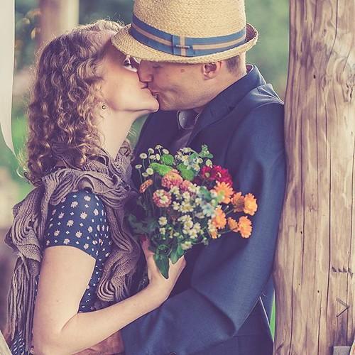 """#Paarshooting @the_white_barn_berlin Es gibt so viele Plätze rund um die #Scheune zum fotografieren. 📷 #photography #hochzeitsfotografie #paarshooting #coupleshooting #kiss #hochzeitsreportage #thewhitebarnberlin #barnwedding #trilby #scheunenhochz • <a style=""""font-size:0.8em;"""" href=""""http://www.flickr.com/photos/83275921@N08/39814173471/"""" target=""""_blank"""">View on Flickr</a>"""