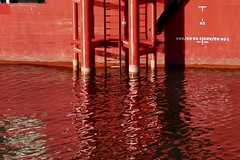 RED (polletjes) Tags: red rood rouge rot boot boat ship trap stairs treppe water eau wasser reflection reflections reflectie reflecties white colours kleuren colourfull haven rotterdam nederland netherlands pays bas spiegeling black harbor cmwdred