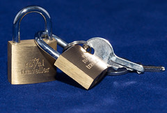HMM - Macro Mondays - Fasteners (maf863) Tags: macromondays hmm fasteners canon7dmk2 canonef100mm28lmacro canon100mmf28lmacro canonef28l100mmmacro 7dmk2 padlock blue key