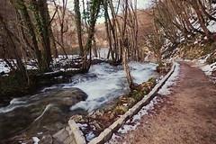 Plus loin le prochain bassin (8pl) Tags: lac croatie promenade cascade couleurs neige glace chemin path terre gravier bordure