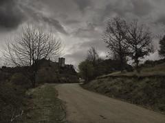 Peregrino en Cornatel (la_magia) Tags: castillo cornatel bierzo naturaleza nubes peregrino camino arquitectura arboles priaranzadelbierzo leã³n espaã±a león españa