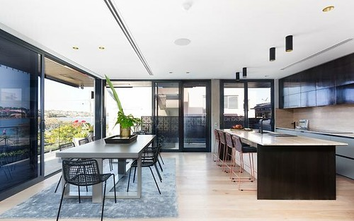 12 Brisbane Av, Rodd Point NSW 2046