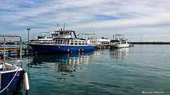 2490 Sant Carles de la Rápita, Tarragona (Ricard Gabarrús) Tags: puerto playa barco olas ricardgabarrus