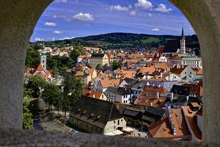 Die Altstadt durch den Bogen gesehen