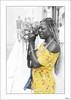 Quien mucho abarca por aprieta (V- strom) Tags: retrato portrait portugal lisboa blanconegro blackwhite decoloraciónselectiva cutout mujer woman amarillo yelow fotógrafa photographer recuerdo memory viaje travel nikon nikon2470 nikond700 nikon70300 texturas textures vstrom