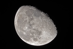 Abnehmender Mond in Waage (TW-10) Tags: abnehmender mond waage 900 mm sigma luna moon nikon 750 35mmformat