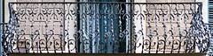 Barcelona - Sepúlveda 162 d (Arnim Schulz) Tags: modernisme modernismo barcelona artnouveau stilefloreale jugendstil cataluña catalunya catalonia katalonien arquitectura architecture architektur spanien spain espagne españa espanya belleepoque fer castiron ferdefonte hierro ferro iron eisen gusseisen schmiedeeisen forjado forgé wrought forged art arte kunst baukunst ferronnerie gaudí fence liberty textur texture muster textura decoración dekoration deko deco ornament ornamento