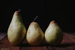 IMG_0090 (la Bautista) Tags: pear fruit bodegones still life light studiolight brazil canon 5dmarkii removedfromstrobistpool nostrobistinfo seerule2