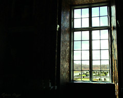 A window with a view (DameBoudicca) Tags: sweden sverige schweden suecia suède svezia スウェーデン drottningholm drottningholmsslott drottningholmpalace schlossdrottningholm palaciodedrottningholm châteaudedrottningholm castellodidrottningholm ドロットニングホルム宮殿 slott palace schloss palacio château castello 宮殿 baroque barock barocco barroco park gardens parc garden garten jardines parco 広場 ひろば window fönster fenster fenêtre ventana 窓