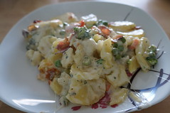 DSC07007 (Kirayuzu) Tags: kartoffelauflauf auflauf kartoffeln potatoes mozzarella speck bacon brokkoli broccoli karotten carrots erbsen peas gemüseauflauf essen gericht food selbstgemacht homemade