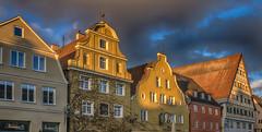 Soleil d'hiver (Fred&rique) Tags: lumixfz1000 photoshop hdr raw hiver architecture allemagne memmingen façades couleurs ciel