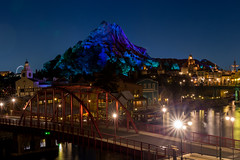 Mountain Looms (Jared Beaney) Tags: canon6d canon asia japan tokyo travel photography photographer disney themeparks themepark amusementpark disneyparks disneyresort tokyodisneyresort tokyodisneyseas tokyodisneysea mtprometheus mountprometheus americanwaterfront sailingshipcolumbia views capecod