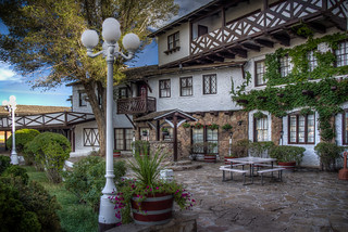 El Rancho Hotel Courtyard