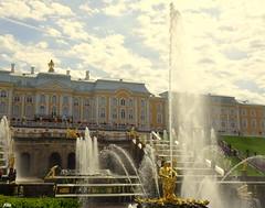Die große Kaskade in Peterhof (Zwischenrast) Tags: schlösser fontänen skulpturen