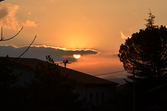 Alba tra i tetti (salernolorenza) Tags: beautifulearth d5100 nikon all'aperto roofs tetti sunrise alba