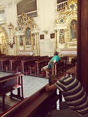 um refúgio (luyunes) Tags: igreja oração reza rezar orar streetphotography streetscene streetphoto streetshot fotografiaderua fotoderua cena cenaderua luciayunes motozplay mobilephoto