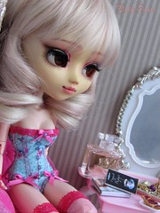 Nobody To Love Today...Maybe Tomorrow (Little Queen Gaou) Tags: pullip artist groove doll full custo fc lady bustier lingerie boudoir diorama dollhouse inspiration photography photographie