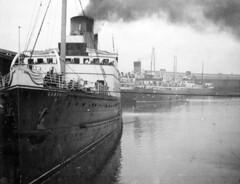 TSS Cambria II, Holyhead (DH73.) Tags: lnwr steamship holyhead 1948 kodak 828 film tsscambriaii