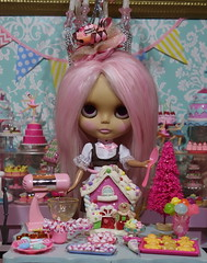 More holiday baking with Blythe!!! (Primrose Princess) Tags: takara blythe doll blythedoll ooak ooakblythe customblythe alpacareroot pink princess holiday baking gingerbread christmas lapeteitpatisserie santa elves laudree paris france bakery pastries dollydreamland