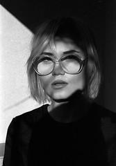 Grandmaglasses (Zew1920) Tags: canon a1 rollei 200 bw analog zew1920 rosesquere stylowa od stylów tarnów tarnow westerplatte okulary nerd nerdy girl portret