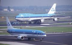 KLM 737 'PH-BDW' (Longreach - Jonathan McDonnell) Tags: holland thenetherlands amsterdam 816004 20091993 747200b phbur phbdw boeing 747 737 747206sud 737400 737406 klm klmroyaldutchairlines