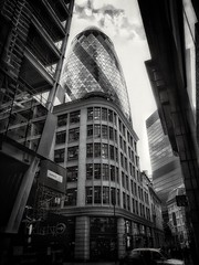 Some architecture, for a change ;) (Мaistora) Tags: building architecture street tower skyscraper gherkin normanfoster classic icon iconic modern futurist futuristic contemporary design structural engineering frame grid triangular topographic glass elliptical rounded streamlined city banking insurance finance london england uk britain swissre stmaryaxe bw blackandwhite monochrome toned cool cold skyline sky clouds urban business offices walk walking passingby app android mobile phone samsung galaxy samsunggalaxys8 s8 hypocam