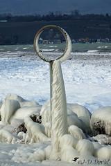 Loupe de glace :-) (jean-daniel david) Tags: hiver glace gel lac lacdeneuchâtel nature suisse suisseromande yverdonlesbains blanc loupe