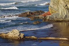 TODO ENCAJA (LUMINA TERRIS) Tags: geology structuralgeology seascape waves sea blue roca mar agua océano rocks landscape sedimentary